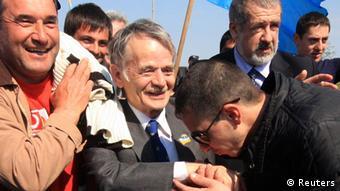 Мустафа Джемилев возвращается в Крым, 3 мая 2014 года