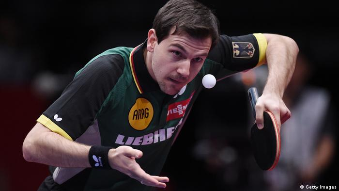 Timo Boll beim Aufschlag. Foto: Getty Images