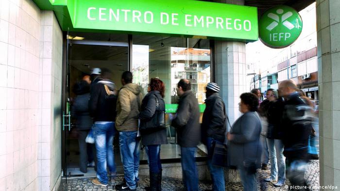 Μαύρα σύννεφα πάνω από την πορτογαλική οικονομία