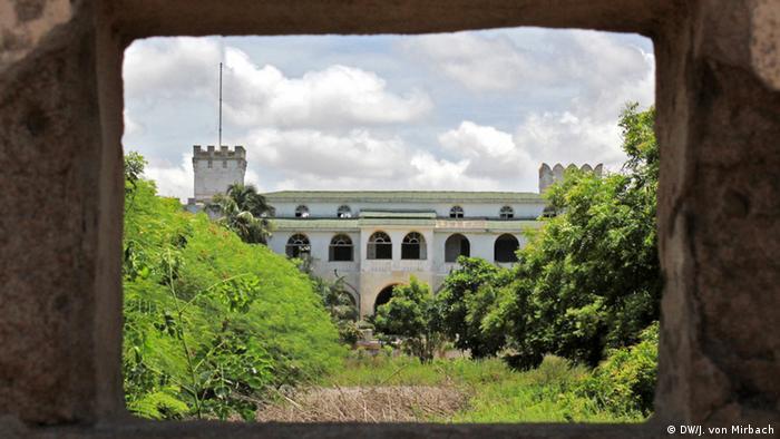 Bildergalerie Togo Erinnerungen an die deutsche Kolonialzeit ehemaliger Gouverneurspalast in verwildertem Park