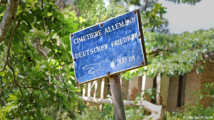 Bildergalerie Togo Erinnerungen an die deutsche Kolonialzeit deutscher Friedhof Hinweisschild