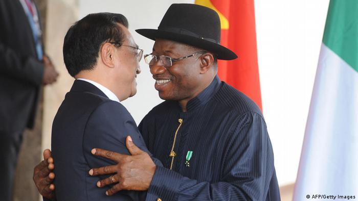 Nigeria's Goodluck Jonathan embraces Li Keqiang