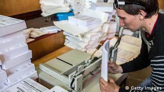 Mit Kopiergeräten vervielfältigen die Separatisten die Stimmzettel (Foto: Brendan Hoffman/Getty Images)