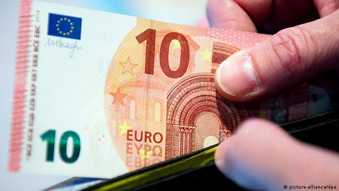 A 10-euro note