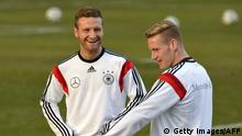 Bildunterschrift:Germany's defender Shkodran Mustafi (L) and midfielder Andre Hahn chat during a training session of the German national football team in Stuttgart, southwestern Germany, on March 3, 2014. Germany will play against Chile in a friendly match here on March 5, 2014. AFP PHOTO / THOMAS KIENZLE (Photo credit should read THOMAS KIENZLE/AFP/Getty Images)