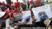 Bildunterschrift:Women hold signs as members of Lagos based civil society groups hold a rally calling for the release of missing Chibok school girls at the state government house, in Lagos, Nigeria, on May 5, 2014. Boko Haram on Monday claimed the abduction of hundreds of schoolgirls in northern Nigeria that has triggered international outrage, threatening to sell them as 'slaves'. 'I abducted your girls,' the Islamist group's leader Abubakar Shekau said in the 57-minute video obtained by AFP, referring to the 276 students kidnapped from their boarding school in Chibok, Borno state, three weeks ago. AFP PHOTO / PIUS UTOMI EKPEI (Photo credit should read PIUS UTOMI EKPEI/AFP/Getty Images)