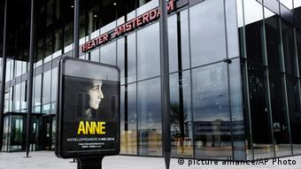 Poster for the play 'ANNE' in front of Theater Amsterdam, Copyright: picture alliance/AP Photo