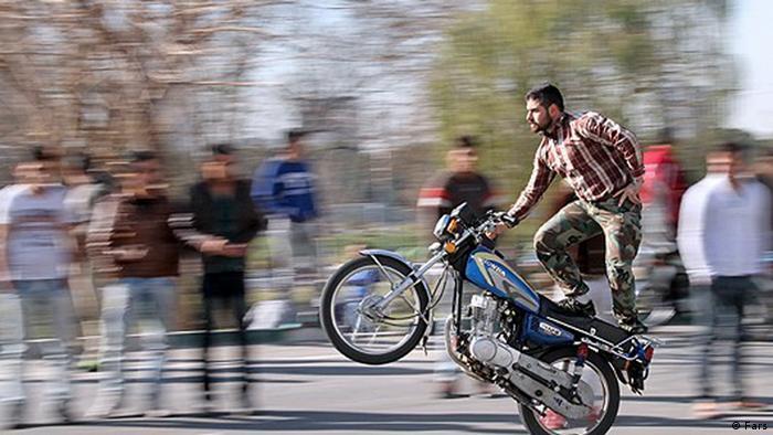 Gefährliches Motorradfahren im Iran (Bildergalerie) (Fars)
