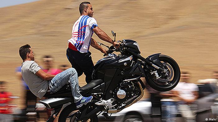 Gefährliches Motorradfahren im Iran (Bildergalerie) (Mehr)