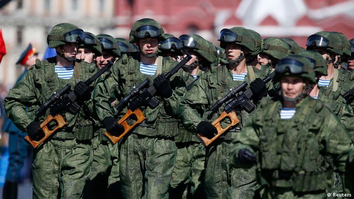 Российские военнослужащие на Параде Победы в Москве