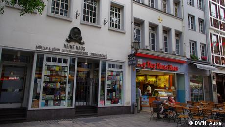 Bild vom Heine Haus und einem Döner-Laden daneben auf der Bolkerstraße.