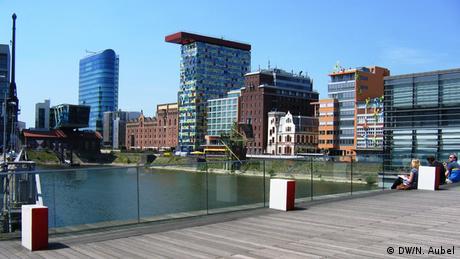 Bild von modernen Gebäuden im Medienhafen.