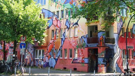 Bild von einem bemalten Haus im Stadtteil Flingern.