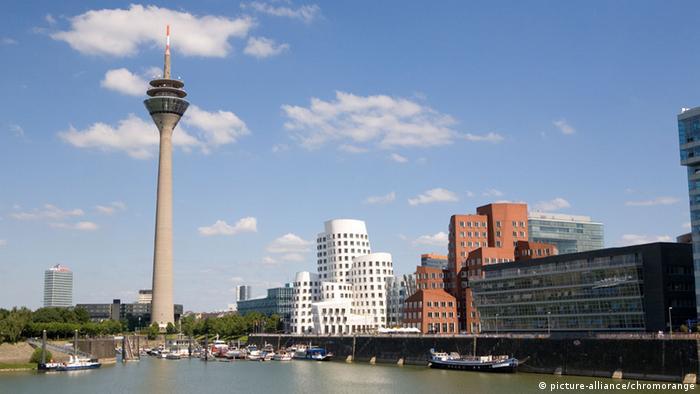 Düsseldorf, Rheinturm Gehry-Bauten am Medienhafen