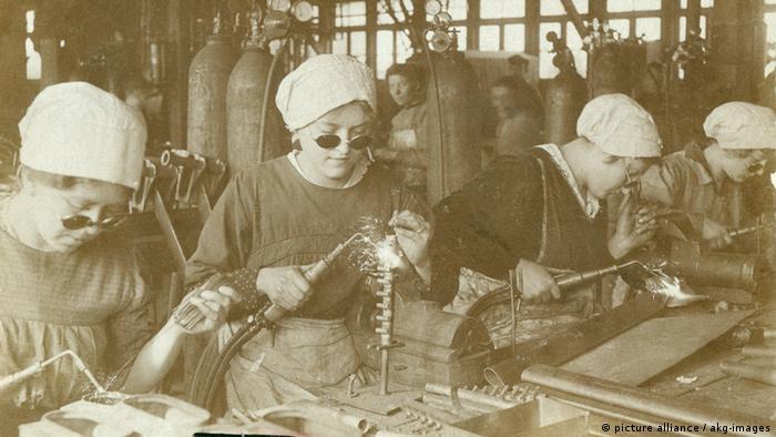 Frauen als Schweißerinnen in der Kriegswirtschaft während des 1. Weltkriegs