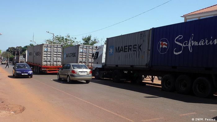LKW Container Schlange Guinea-Bissau