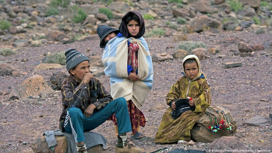 محمد السادس..ملك الفقراء أم المسؤول عن الفقر في المغرب؟   DW   11.04.2015