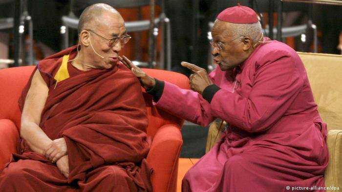 The Dalai Lama and Desmond Tutu talking in Seattle in the US (picture-alliance/dpa)