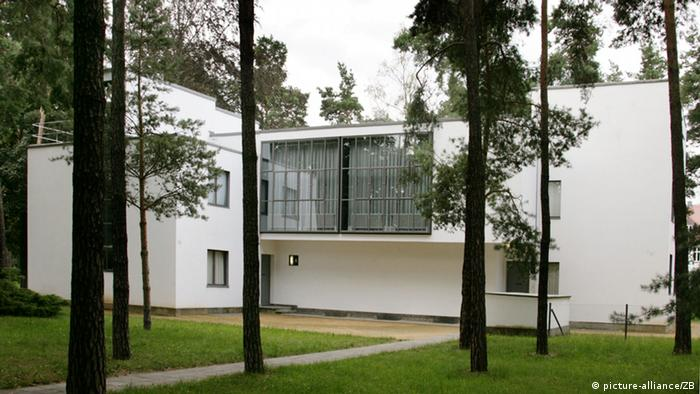 Master House used by Georg Muche and Oskar Schlemmer in Dessau (picture-alliance/ZB)