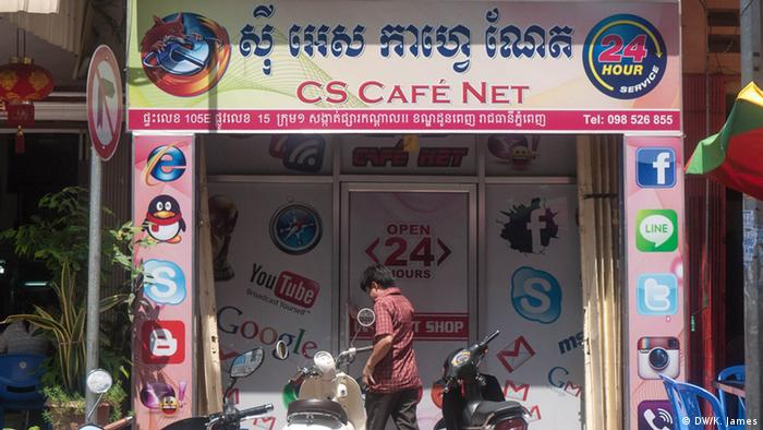 Internet Café in Phnom Penh. (Photo: Kyle James)