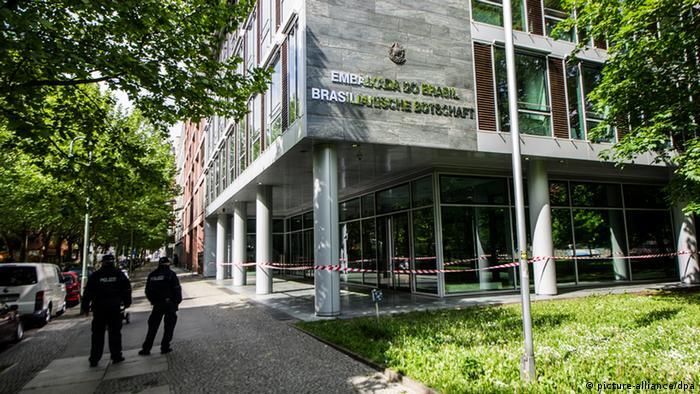 Embaixada brasileira é apedrejada em Berlim