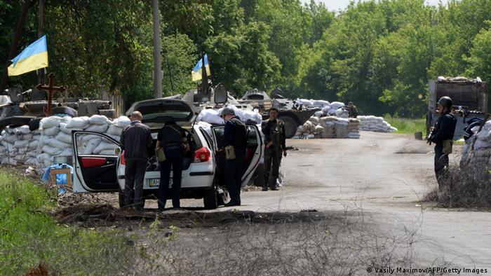 Контрольно-пропускной пункт возле Славянска на востоке Украины