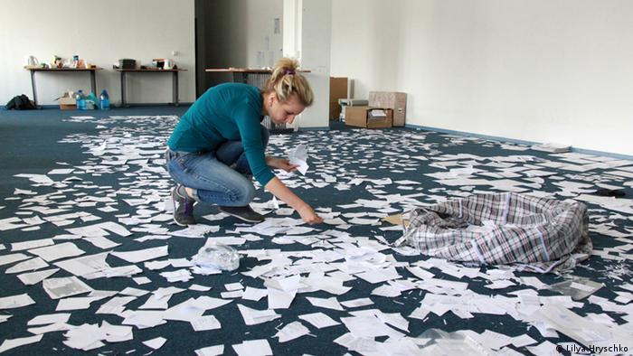 Розібратися у морі кинутих паперів