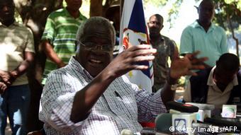 Mosambik Afonso Dhlakama Führer der Oppositionspartei RENAMO 2013