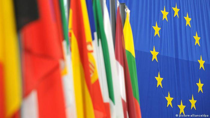 Symbolbild EU Wahl Flaggen der EU (picture-alliance/dpa)