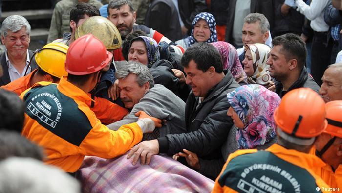 Türkei Explosion in Bergwerk Trauer Bergung
