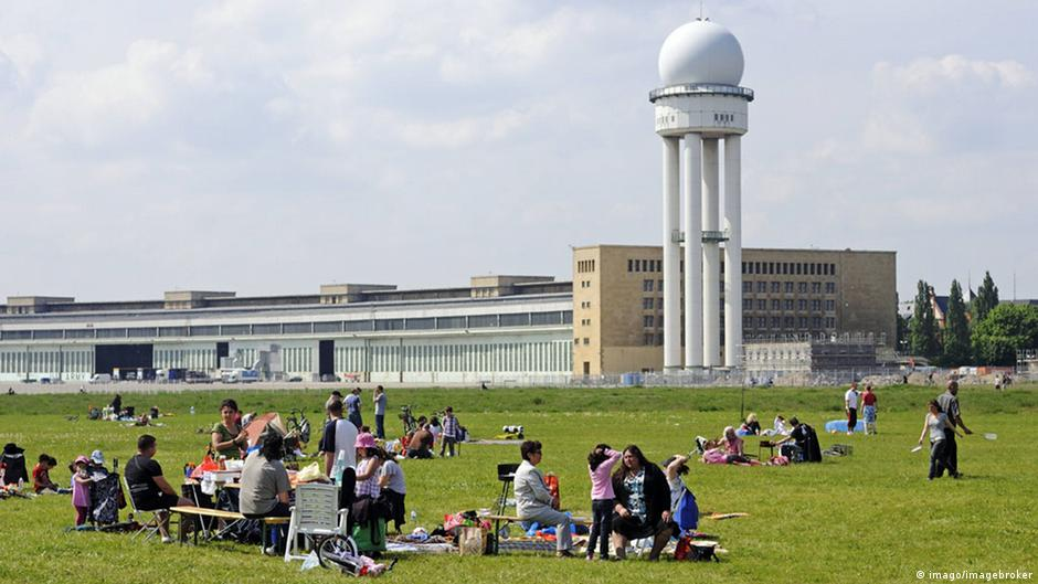 berlin to build on tempelhof despite drop in refugees germany news and in depth reporting. Black Bedroom Furniture Sets. Home Design Ideas