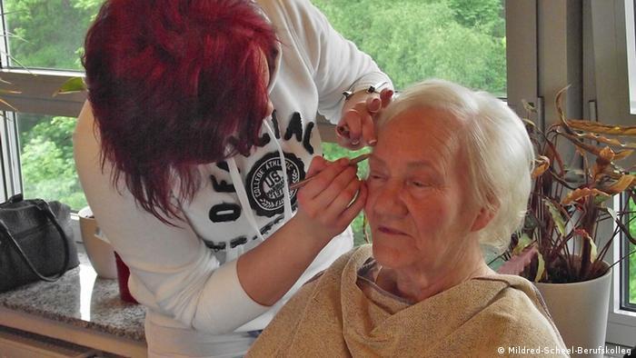 Парикмахер для пожилых на дому адрес дома престарелых в белгороде