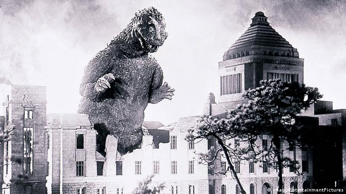 Film still from Godzilla 1954 (imago/EntertainmentPictures)
