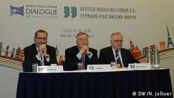 Маттиас Платцек (слева) и Владимир Якунин (в центре) на пресс-конференции в Берлине