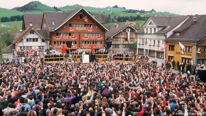 Appenzell Schweiz Bürgerversammlung (picture-alliance/dpa)