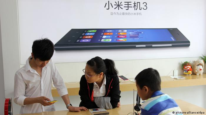 Mi3 smartphones in Xiaomi store in China