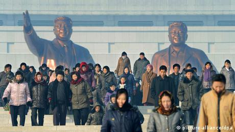 Bronze statues of Kim Jong Il and Kim Il Sung (picture-alliance/dpa)
