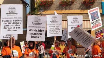 Protest gegen Windanlagen in Brandenburg (Foto: dpa)