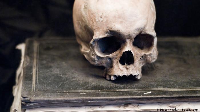Les crânes humains peuplent les musées du monde entier - aussi ceux d'Africains arrachés à leurs pays.