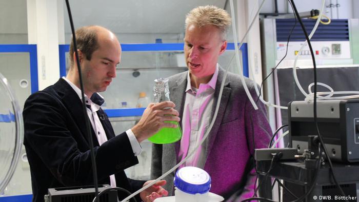 Andreas Müller (rechts) und Dominik Behrendt (links) wollen keine neuen Methoden entwickeln, sondern die bestehenden genau unter die Lupe nehmen: Welche ist am effizientesten?