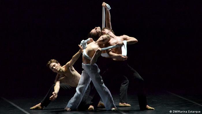 Balé Jovem Nacional da Alemanha apresenta coreografia do brasileiro Thiago Bordin , ao som de Bachianas Brasileiras No. 5, de Heitor Villa-Lobos