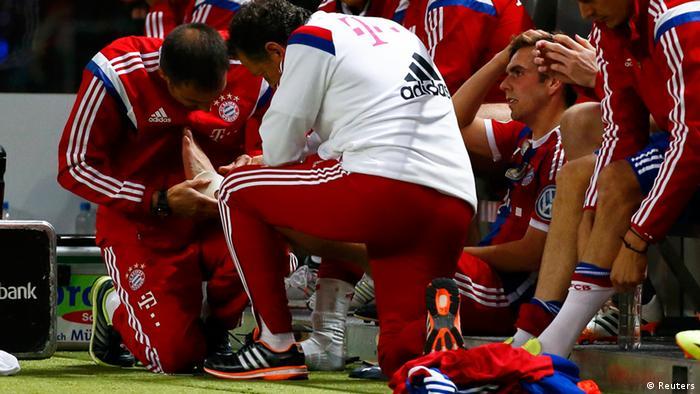 Philipp Lahm se lesionó disputando la final de la Copa Alemana. Desde entonces su tobillo no mejora.