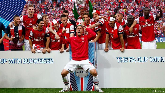 Lukas Podolski com a equipe do Arsenal