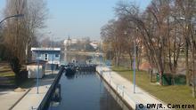 Bootsbau aus Plastikflaschen in Nymburk an der Elbe in Tschechien