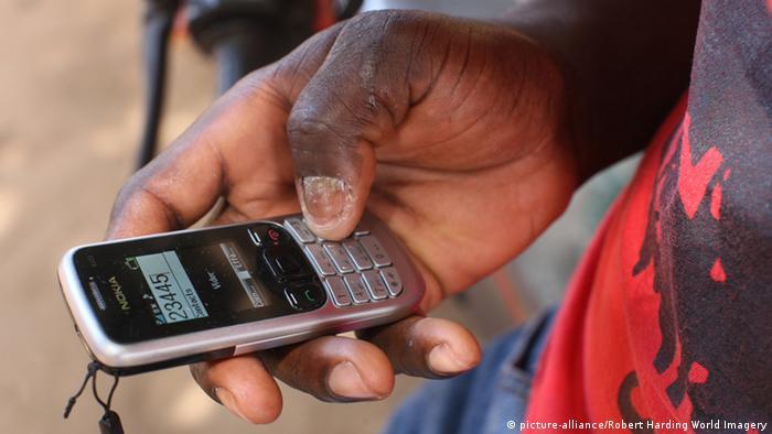 Symbolbild Smartphone & Kommunikation in Afrika