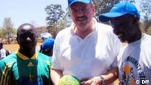 Intendant Erik Bettermann mit den MYSA-Projektleitern in Nairobi. Copyright: DW, 2005