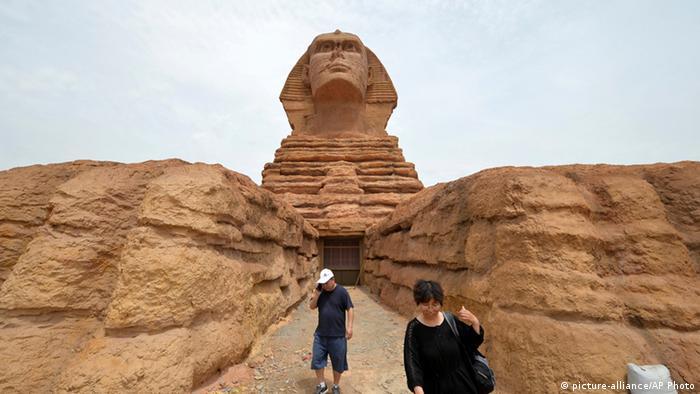 China Themenpark Vergnügungspark in Shijiazhuang (picture-alliance/AP Photo)