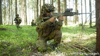 Ein Soldat bei einer Militärübung im Wald (Foto: RAIGO PAJULA/AFP/Getty Images)