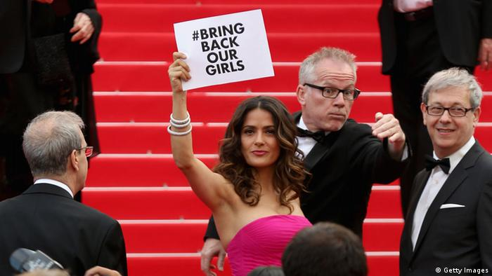Cannes Filmfestival 2014 Salma Hayek mit Plakat Bring back our Girls (Foto: Getty Images)
