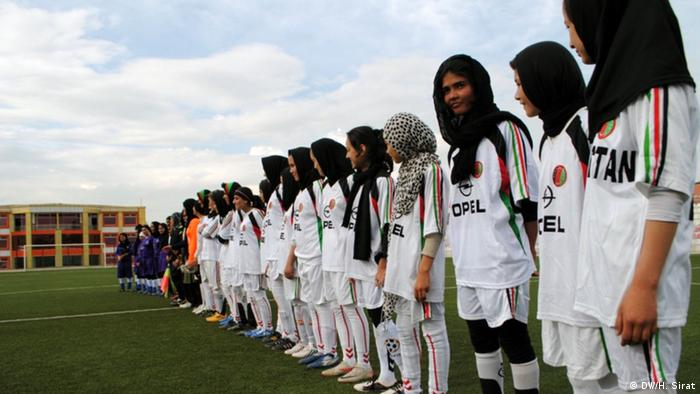Female soccer players in Afghanistan (DW/H. Sirat)